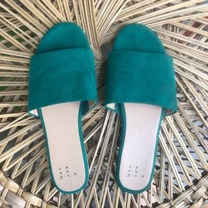 a new day emerald strap suede flats size 7